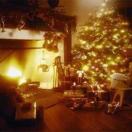 Christmas Fireside Medium Elegance Candle