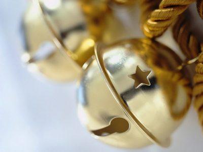 Sleigh Bells Medium Elegance Candle
